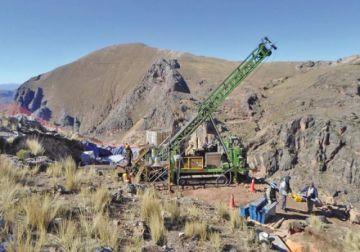 Minera canadiense Alcira niega sociedad con exministro Navarro