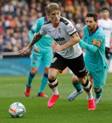 """Valencia se impone al Barza en """"Mestalla"""""""