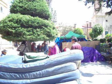 Salubristas levantan huelga de hambre, siguen con paro y vigilia