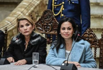 Ministra de Comunicación renuncia por la postulación de la presidenta