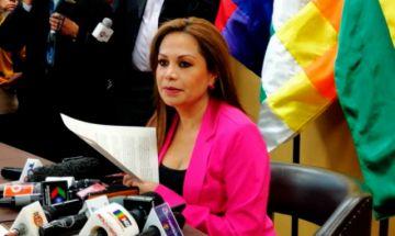 """Exministra Lizárraga pide a Añez que no se deje utilizar por """"oportunistas"""""""