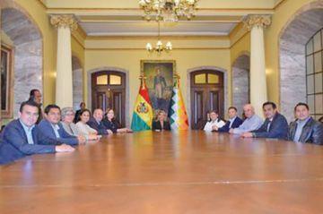 Anuncian que el nuevo gabinete de ministros de Áñez se conoce hoy