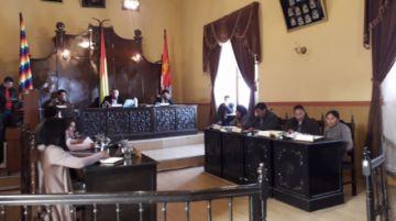 Concejo Municipal elige comisiones de trabajo en medio de protestas