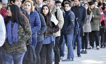 Alto desempleo juvenil retrasa a Latinoamérica