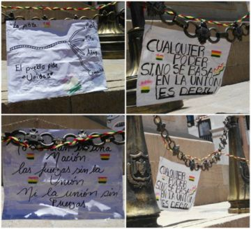 """Las #pititas """"Ríos de pie""""dejaron mensajes en la plaza 6 de agosto."""
