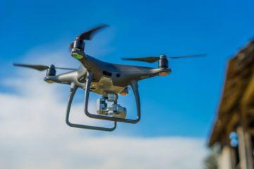 Arrestan a dos personas por sobrevolar un dron sobre casa de Áñez