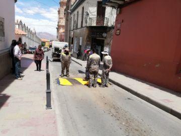 Implementan reductores de velocidad en las calles de la ciudad