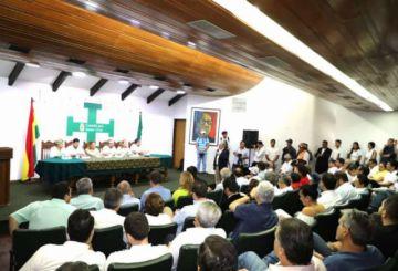 Candidatos y líderes políticos participan de la cita que busca evitar la dispersión del voto