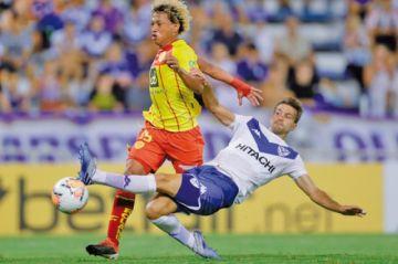 Vélez vence al Aucas con un golazo de Centurión
