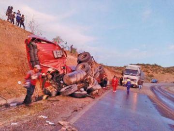Camión vuelca con 34 mil litros de diésel en Umacha
