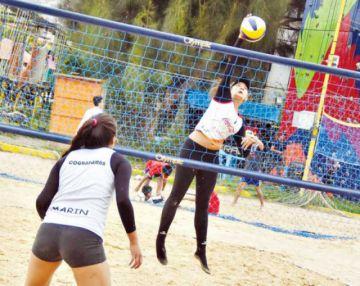 Bolivia reta a Chile en voleibol de playa