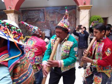 Caripuyo lanza el festival de la pinkillada (incluye video)