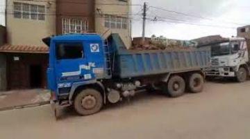 Volquetes con logo de la Gobernación están detenidos por robo de mineral