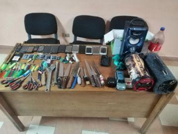 Incautaron droga, cuchillos y celulares en Cantumarca