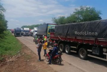 Productores apícolas de Villa Montes bloquean en Caiguami