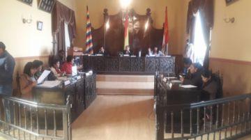 Concejo suspende sesión tras indisposición de una concejala