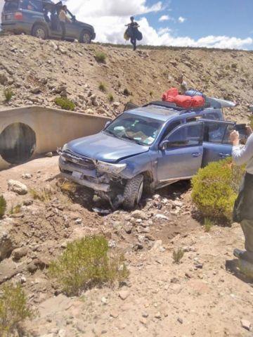 Turistas extranjeros quedan heridos tras accidente carretero