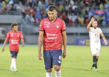 Gilbert Álvarez está molesto por la falta de gol