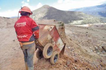 Refuerzan control para evitar que salga carga de la cumbre del cerro