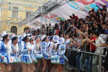 Ofrecen seguro a espectadores del Carnaval de Oruro