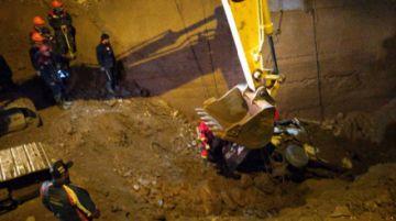 Rescatan minibús en Huari Huari con el cadáver de su conductor