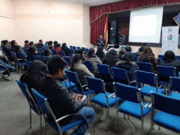 Socializan la Ley 045 en estudiantes que formarán a alumnos en Potosí