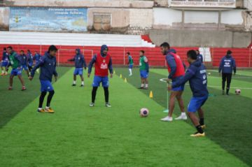 El técnico Ferrufino fortalece el trato del balón y la definición en Real Potosí