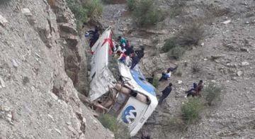 Accidentes en Oruro y Tarija dejan 2 muertos y al menos 30 heridos