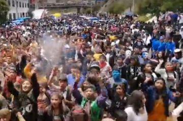 Se vive el carnaval con las comparsas de los estudiantes