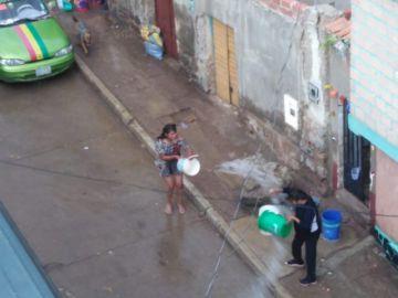 Parrilada, juego con agua y tradiciones marcaron el Martes de Ch'alla