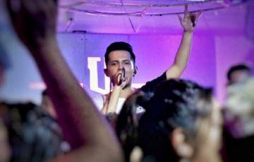 Investigan como homicidio muerte del joven cantante