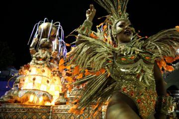 Coronan a escuela ganadora del Carnaval de Río