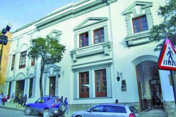 """Municipales paralizan labores por """"masacre  blanca"""" en la Alcaldía"""