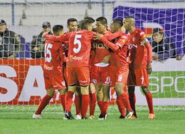 Royal Pari va por la punta del torneo Apertura frente a Real Santa Cruz