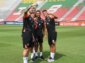 Paranaense busca un triunfo ante Peñarol