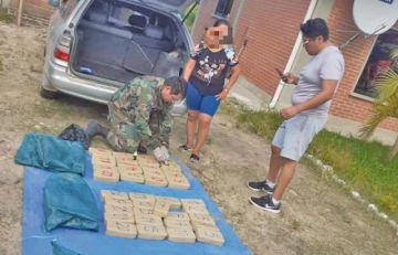 Una mujer llevaba 61 kgr de cocaína en su auto