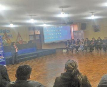 Se reúnen sobre la educación alternativa