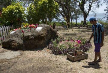 Ernesto Cardenal fue  enterrado en ambiente íntimo