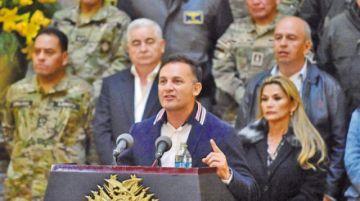 """Gobierno refuta censura de López y denuncia plan """"desde Argentina"""""""