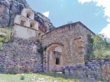 Retratan a la ciudad de piedra de Machacamarca