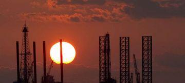 Cotizaciones del petróleo caen más de 30 por ciento