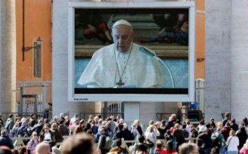 El papa celebra en Angelus por video por temor al virus