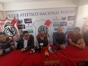 Nacional Potosí presenta a su técnico a la hinchada