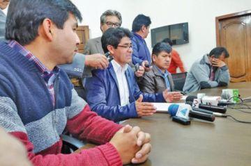 Véliz pide a Gobierno defina si apoyará obras del aeropuerto