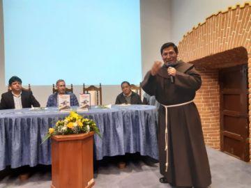 Director del Franciscano presenta su tercer libro