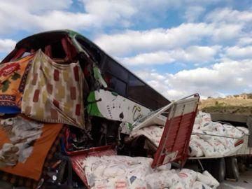 Accidente de tránsito provoca un muerto y 12 heridos