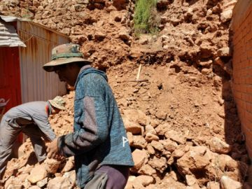 Comunarios destruyen patrimonio histórico en el balneario de Miraflores
