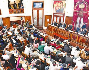 El Legislativo suspende la interpelación de una ministra y archiva dos