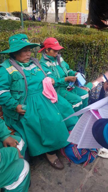 Dotan de material de aseo a trabajadores de empresas de aseo