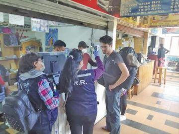 Sucre: brigadas del Sedes controla a los pasajeros en la terminal de buses
